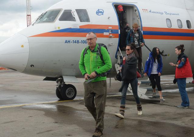 طائرة روسيا تجلي مجموعة من المواطنين الروس من نيبال بعد الزلزال المدمر