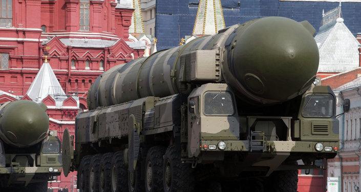 منظومة  الصواريخ الباليستية العابرة للقارات توبول إم