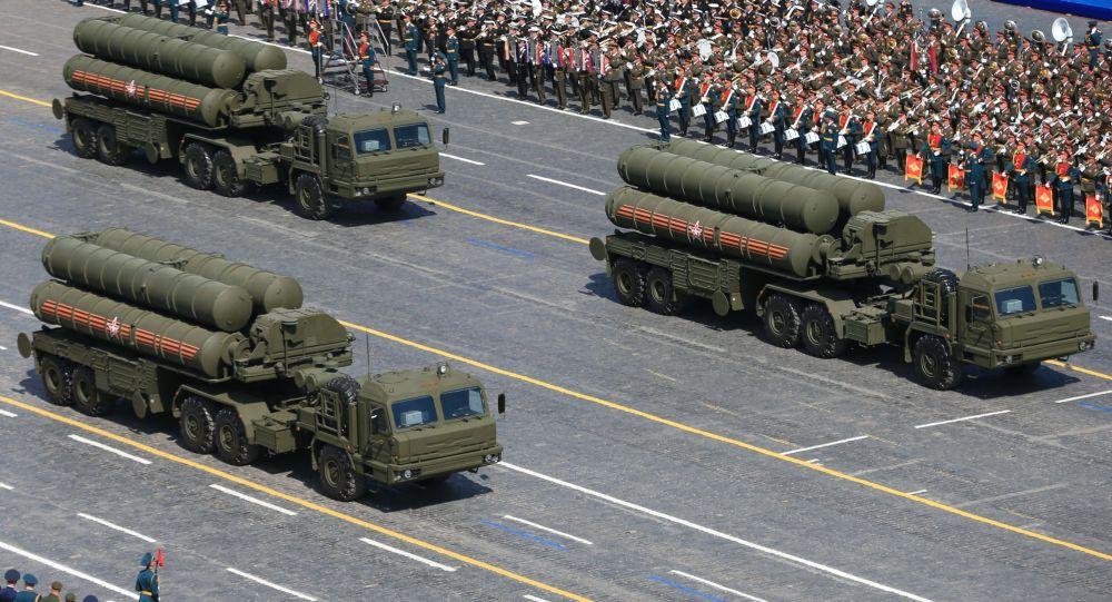صواريخ إس-400 خلال عرض النصر
