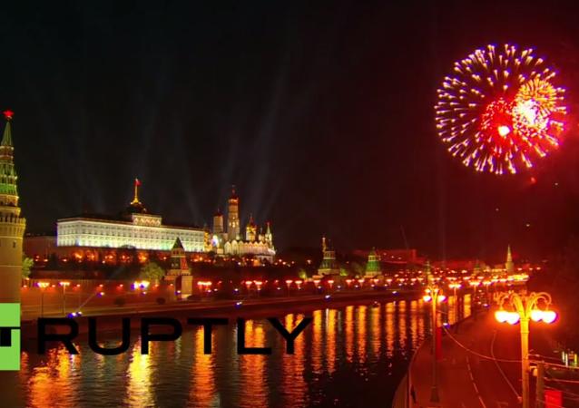 بوتين يحضر عرض الألعاب النارية فى احتفالات عيد النصر
