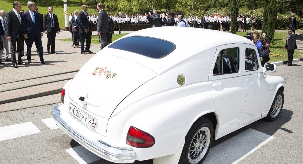 وزير الخارجية الروسي يستقبل جون كيري بسيارة بوبيدا