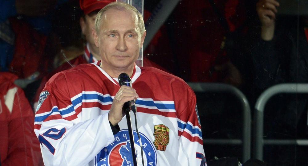 الرئيس بوتين قبل بدء مباراة هوكي الجليد في سوتشي
