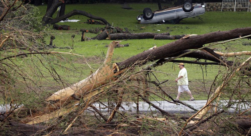 آثار زلزال وفيضانات في أمريكا