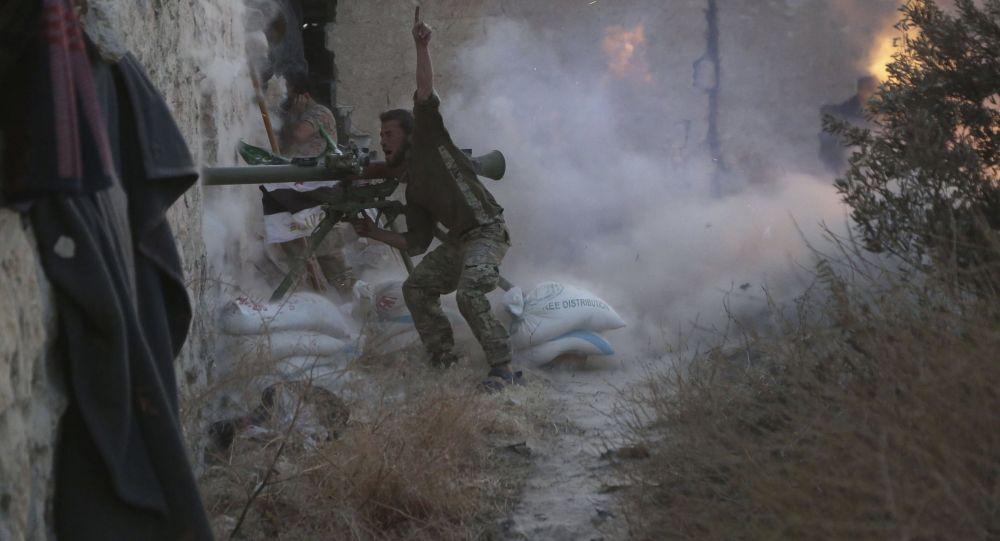 أحد مقاتلي الجماعات المسلحة في سورية
