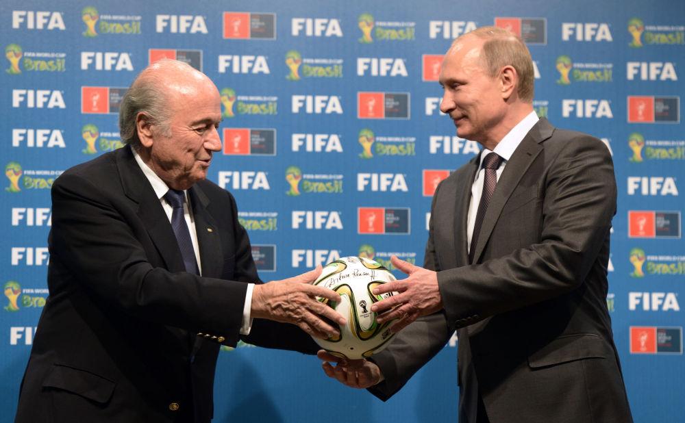 جوزيف بلاتر ورئيس روسيا فلاديمير بوتين