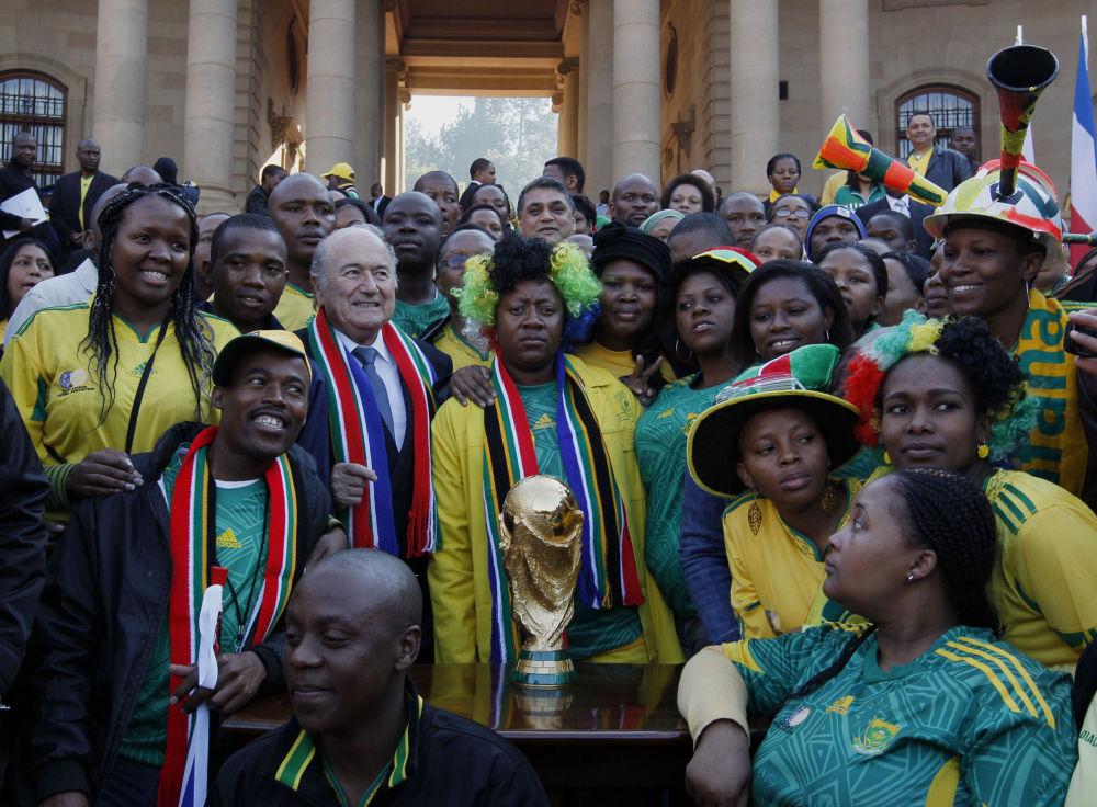 جوزيف بلاتر مع موظفي الحكومة في أفريقية الجنوبة