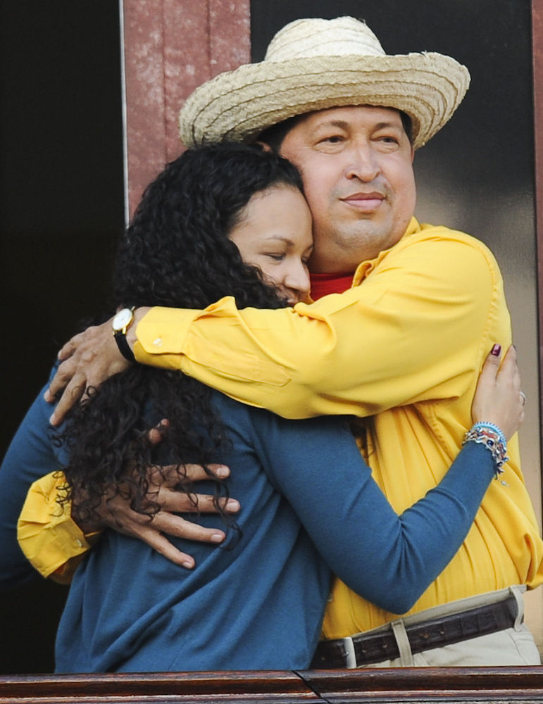 هوغو تشافيز رئيس فنزويلا  وابنته روزا