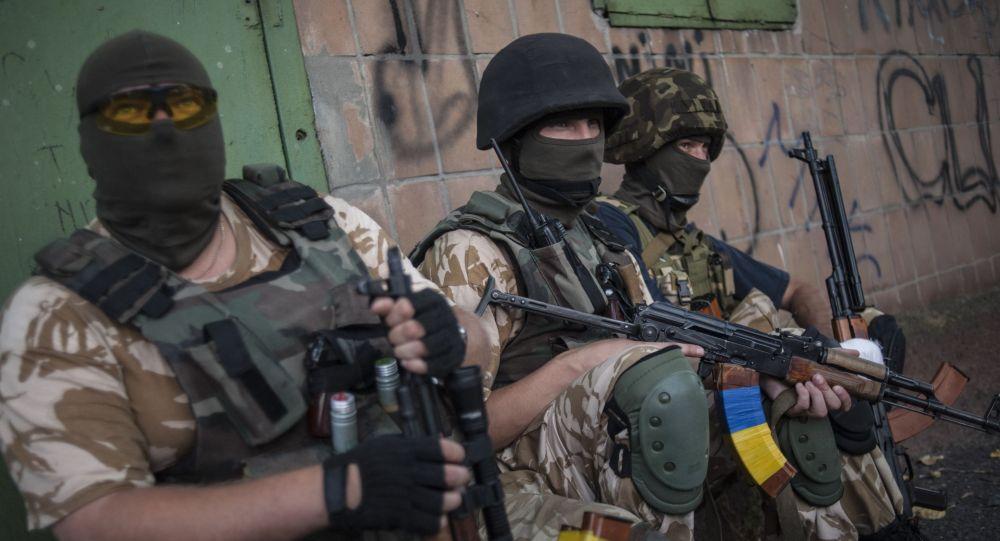 عناص من كتيبة دونباس الأوكرانية