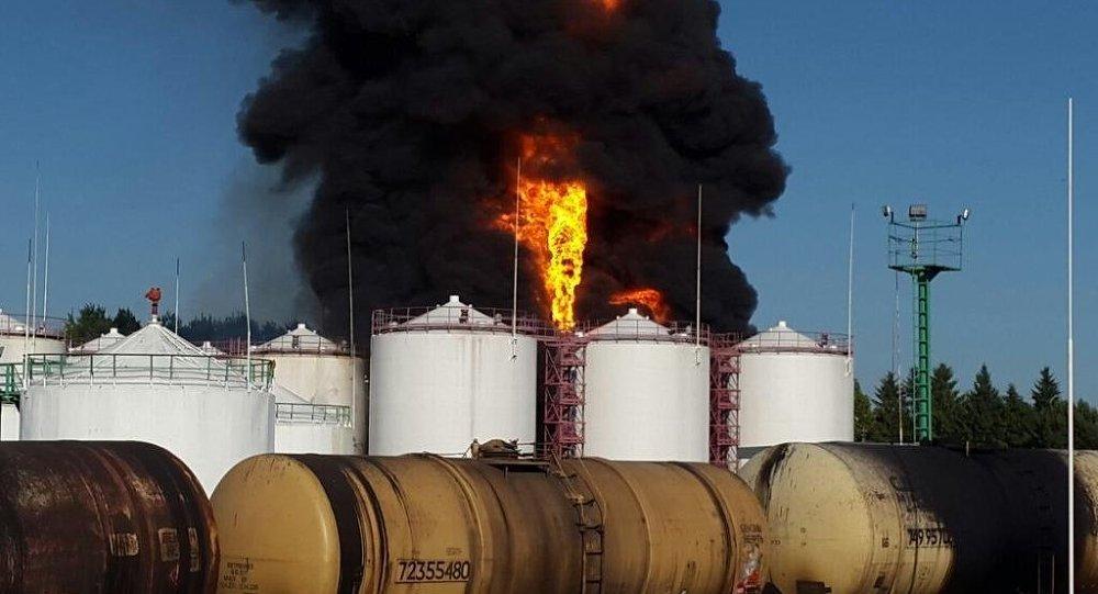 حريق خزانات النفط
