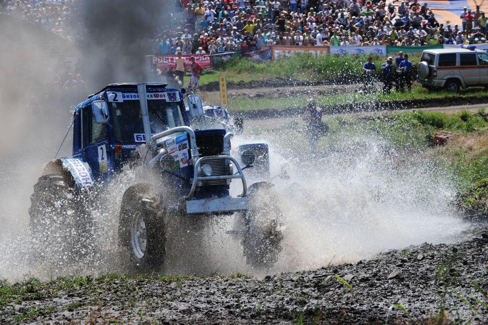 سباق الجرارات الزراعية في روسيا