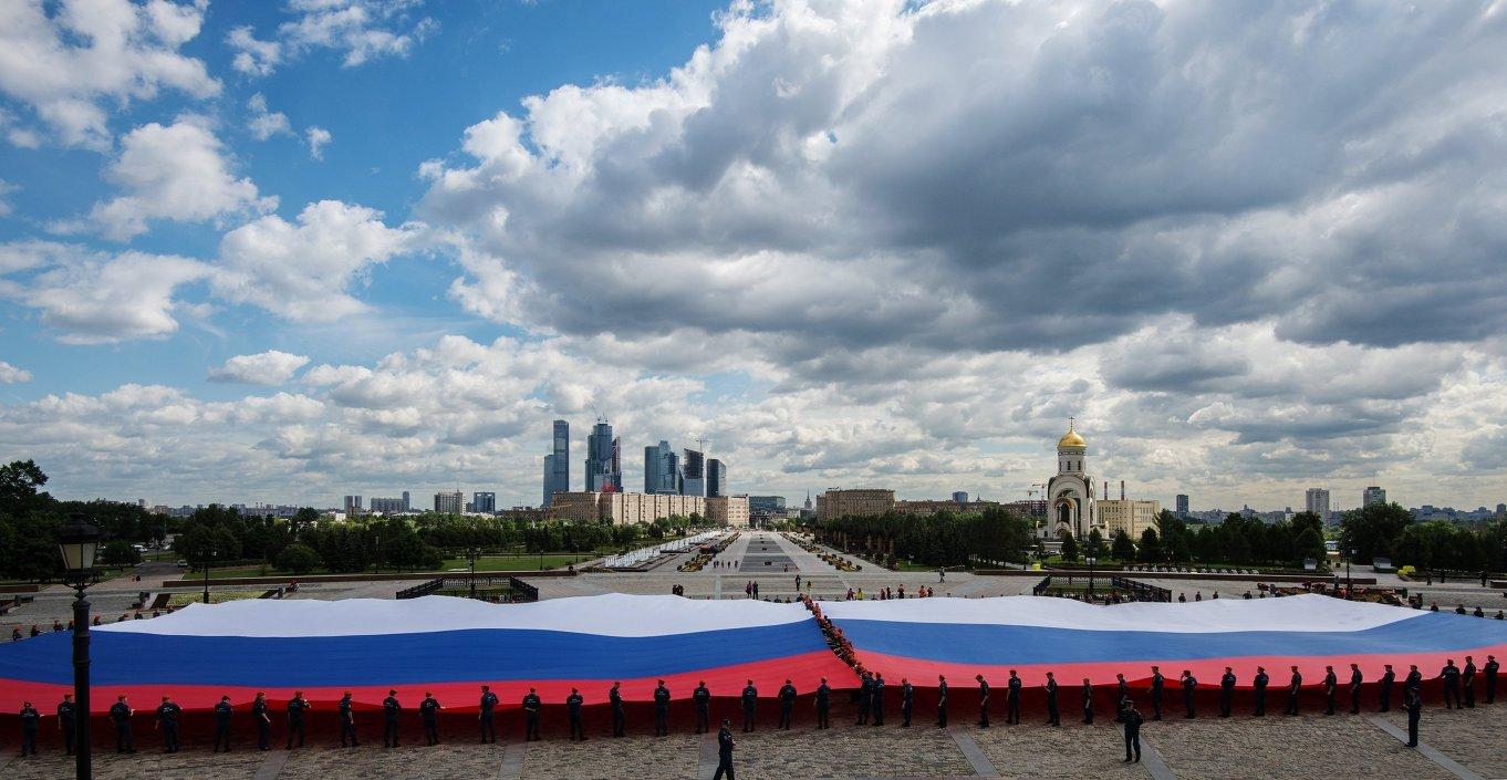 نشر أكبر راية وطنية روسية في موسكو