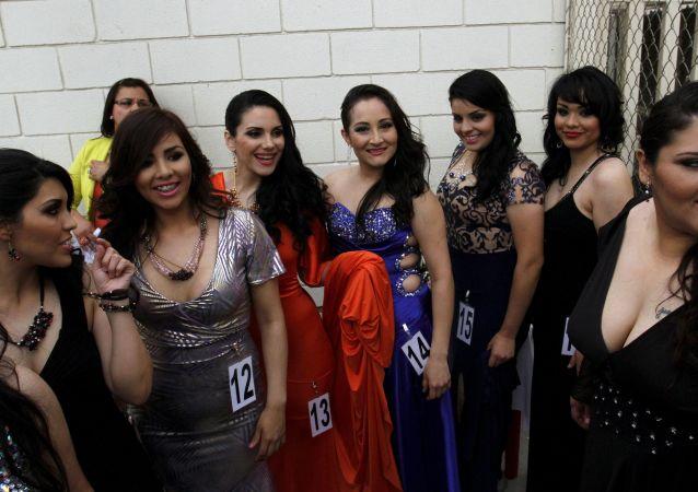 السجينات تشارك في مسابقة ملكة جمال في سجن ولاية باجا كاليفورنيا في تيجوانا