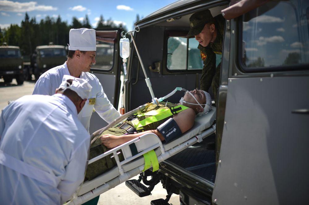 فريق طبي متنقل خلال المنتدي العسكري فى موسكو