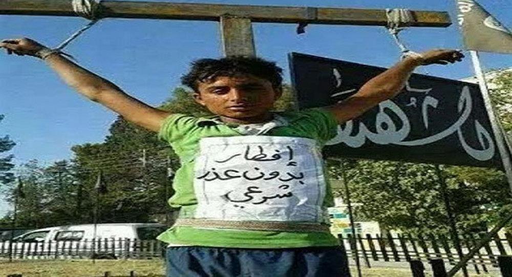 داعش يصلب أطفال في عام 2014
