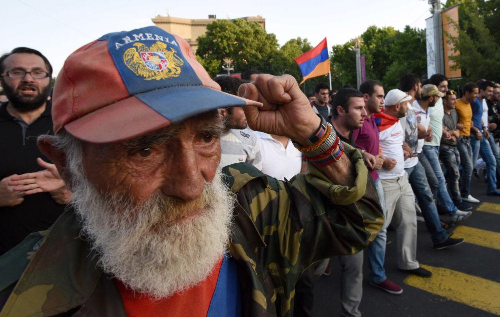 الاحتجاجات فى يريفان