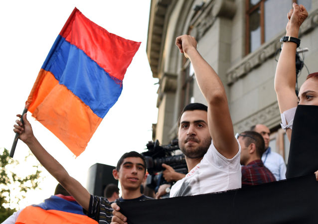 المظاهرات خلال العمليات الإحتجاجية فى يريفان عاصمة أرمينيا