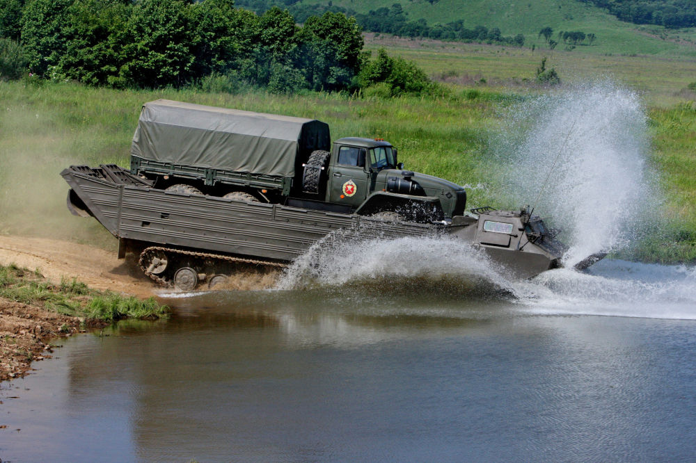تدريبات قوات الهندسة في الدائرة العسكرية في الشرق الأقصى