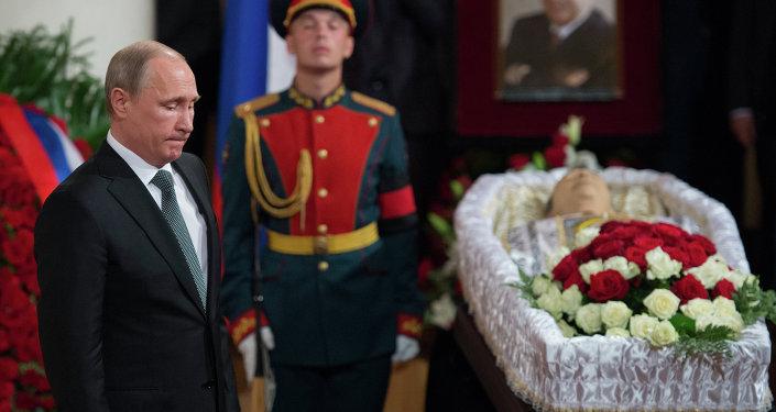 الرئيس بوتين يحضر حفل تأبين المرحوم يفغيني بريماكوف
