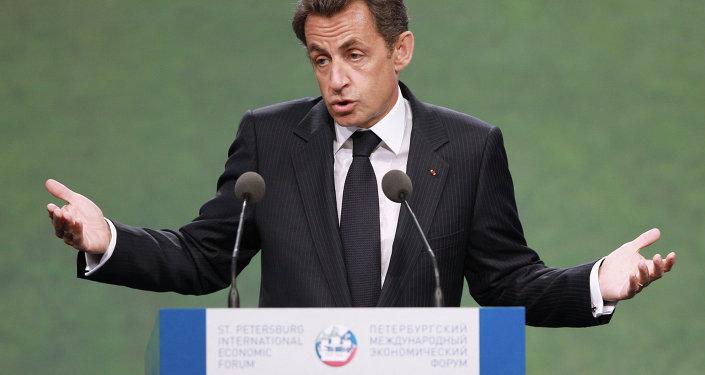 الرئيس الفرنسي السابق وزعيم حزب الجمهوريين نيكولا ساركوزي