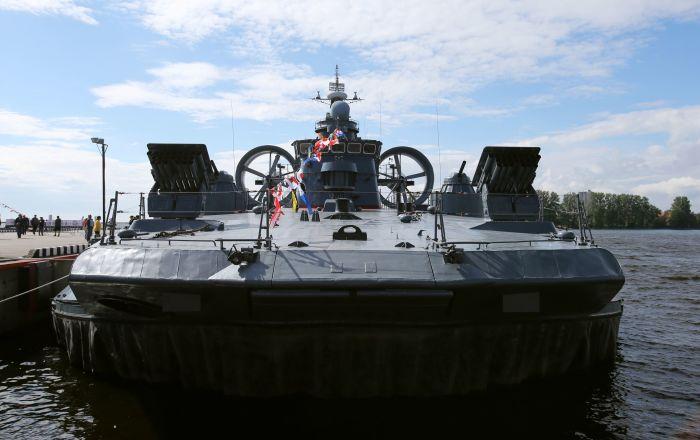 أسطول بحر البلطيق يجري عملية إنزال على ساحل غير مجهز… فيديو