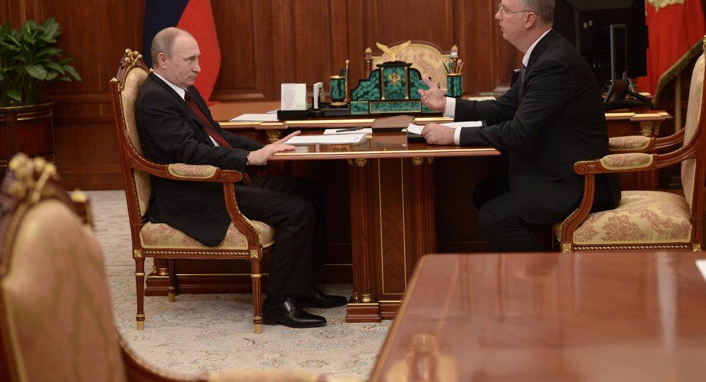 الرئيس الروسي فلاديمير بوتين والمدير العام لصندوق الاستثمارات المباشرة الروسي كيريل دميترييف