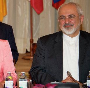 الممثل الأعلى للاتحاد الأوروبي للشؤون الخارجية والسياسة الأمنية فيديريكا موغريني ووزير الخاجية الإيرانية محمد جواد ظريف