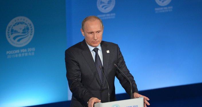 الرئيس الروسي فلاديمير بوتين خلال المؤتمر الصحفي