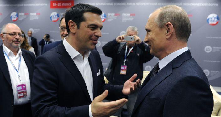 الرئيس الروسي فلاديمير بوتين ورئيس الوزراء اليوناني أليكسيس تسيبراس