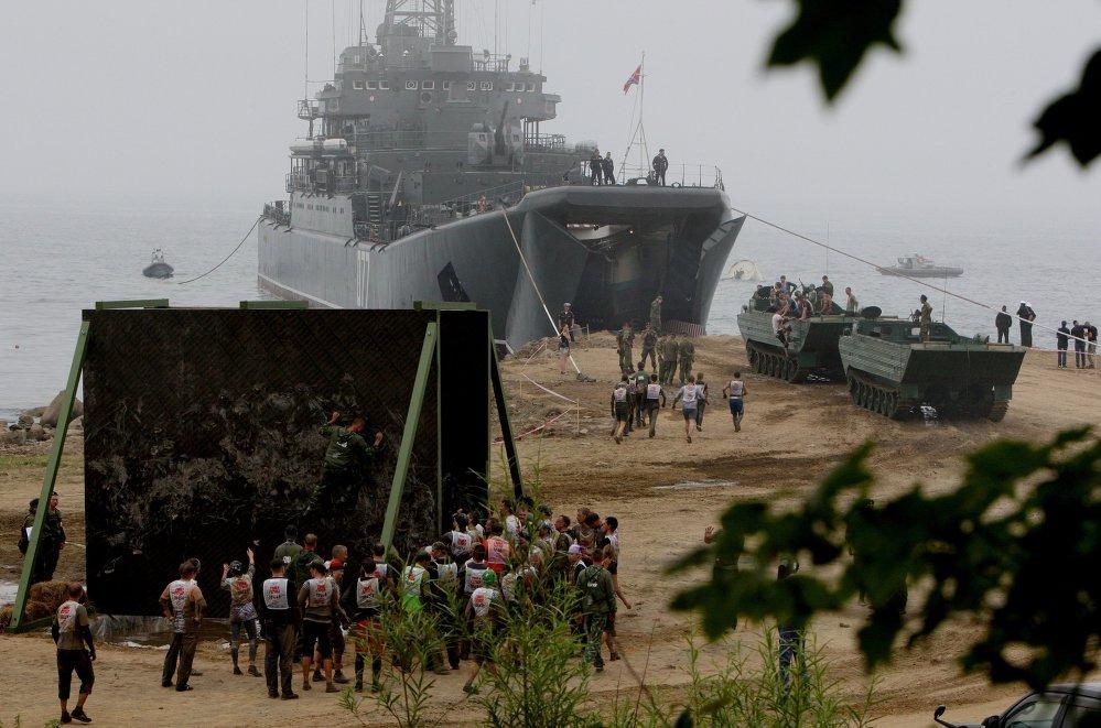 تشارك في المسابقة، قوات من الأسطول الروسي في المحيط الهادئ، وتقام جزء من فعالياته على داخل البحر، وشارك في السباق الاخيرمجموعة من زوارق الصواريخ والغواصات وكاسحات ألغام.