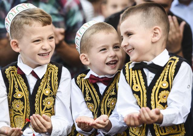الأطفال المسلمين فى جمهورية كوسوفو فى ألبانيا