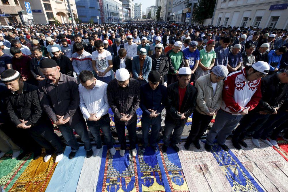 المسلمون خلال صلاة العيد فى موسكو