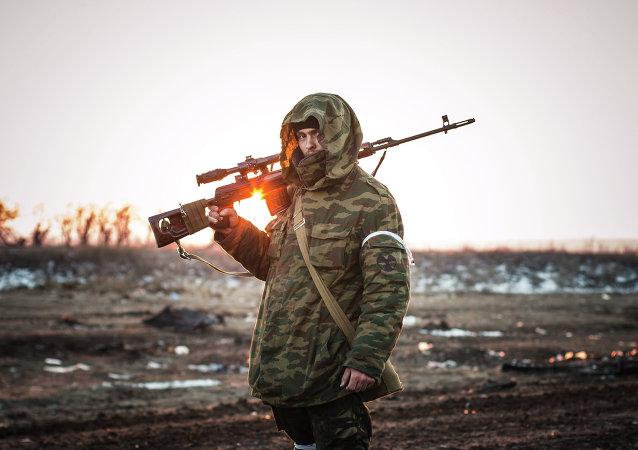 متطوع للمقاومة الشعبية في دونباس