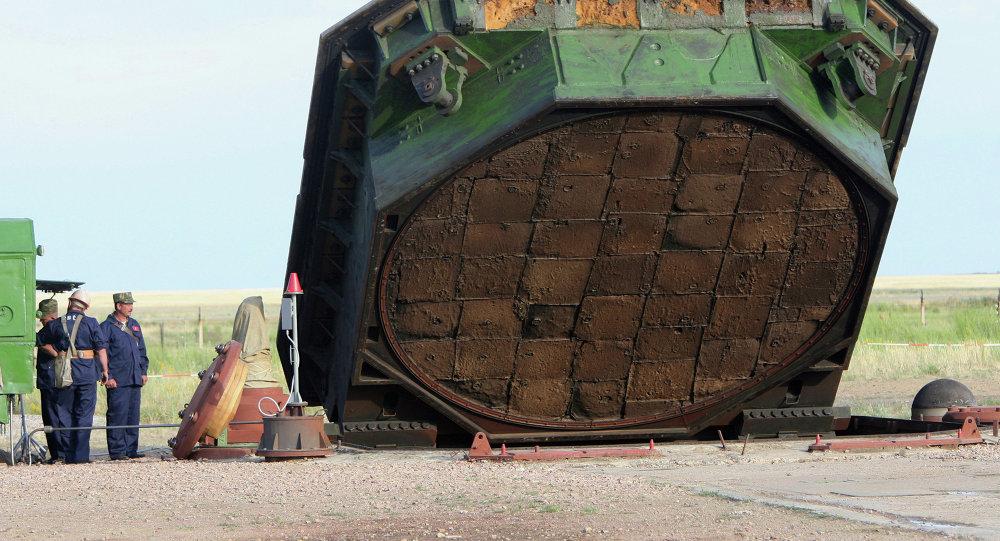 رفع غطاء مخبأ قاذف صاروخ فويفودا