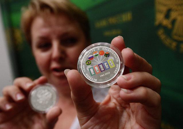 بنك روسيا يصدر عملة تذكارية لمجموعة بريكس على هامش اجتماعات اوفا