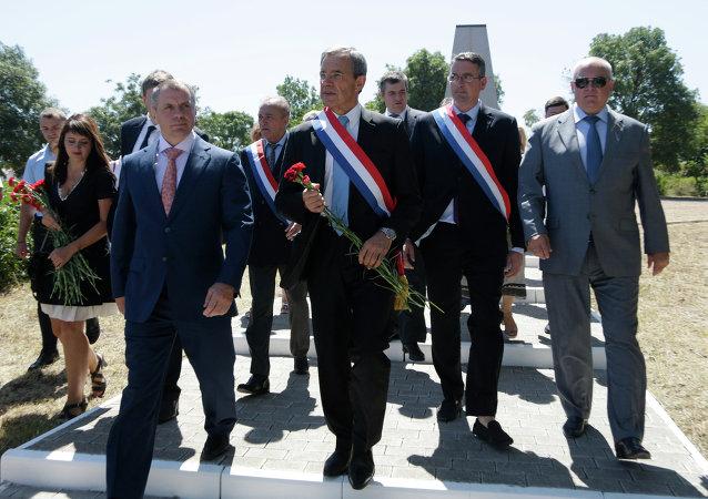 الوفد البرلماني الفرنسي في زيارة إلى القرم