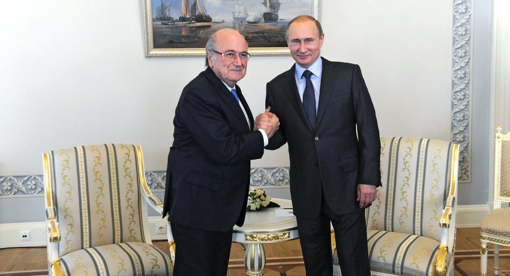 الرئيس الروسي فلاديمير بوتين ورئيس الفيفا جوزيف بلاتر