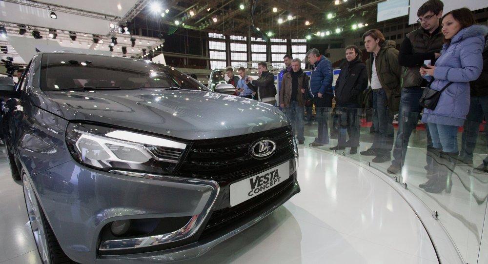 معرض عالم السيارات