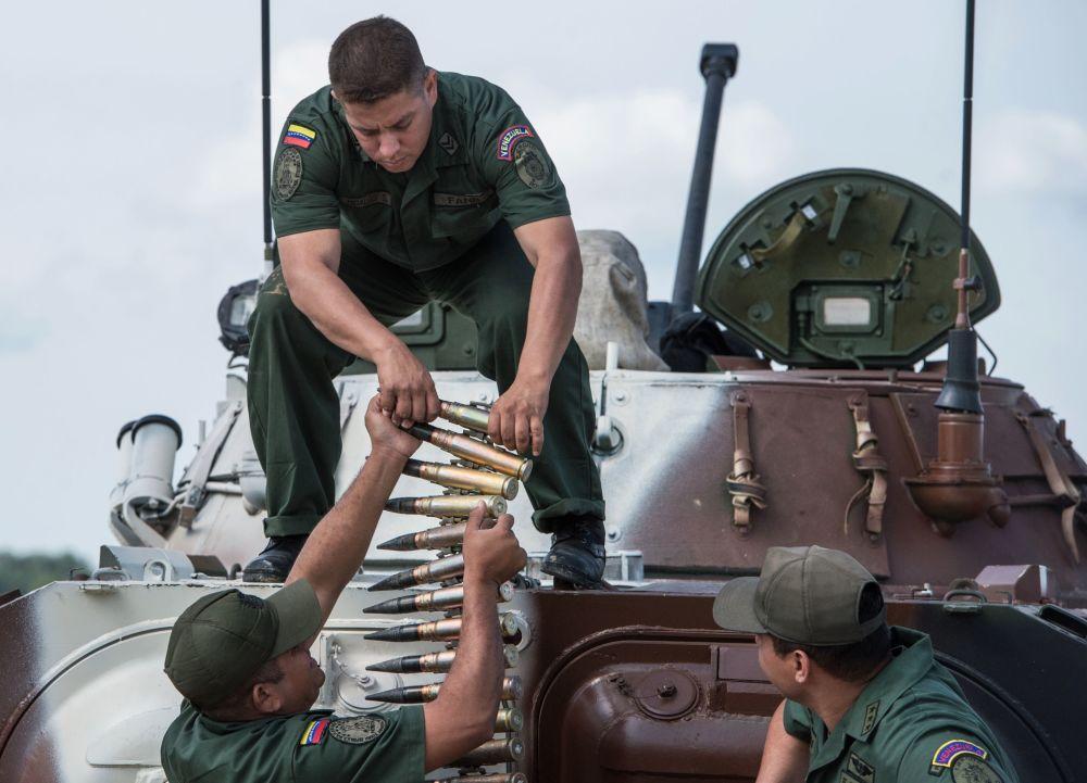 جنود من القوات المسلحة الفنزويلية
