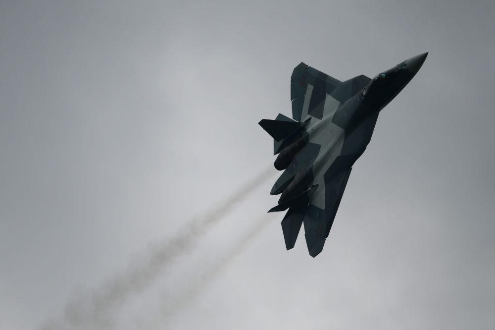 المقاتلة الروسية ت-50