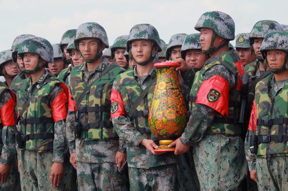 الفريق الصيني يحتل المركز الثاني بعد الفريق الروسي الذي احتل المركز الأول
