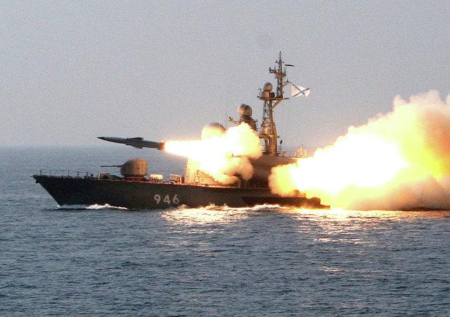 سفينة إر 32 تطلق صاروخ موسكيت فى عرض البحر