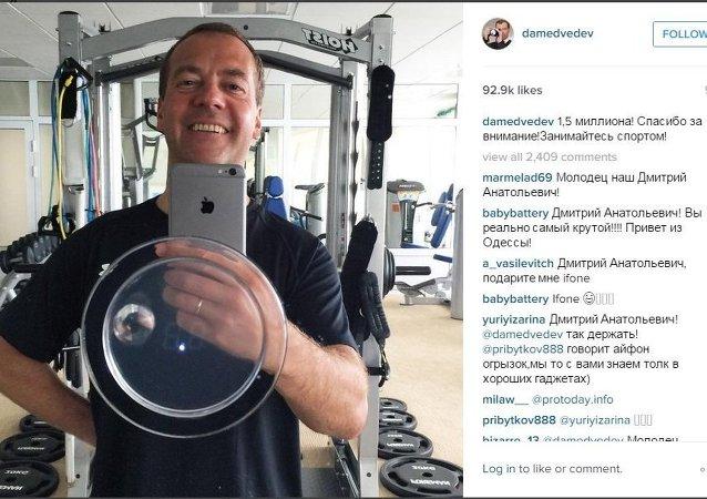 ميدفيديف فى الصالة الرياضية