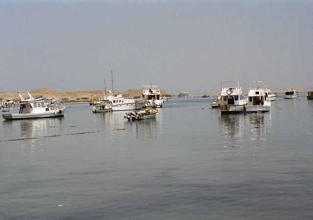 قوارب في البحر الأحمر