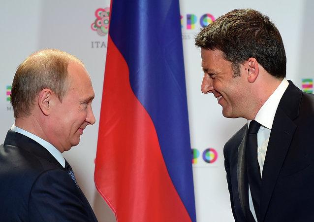 رئيس الوزراء الإيطالي ماتيو رينزي مع الرئيس الروسي فلاديمير بوتين