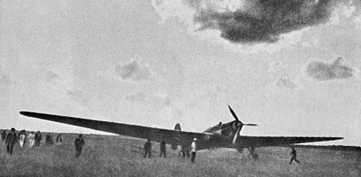 طائرة اية ان تى -25
