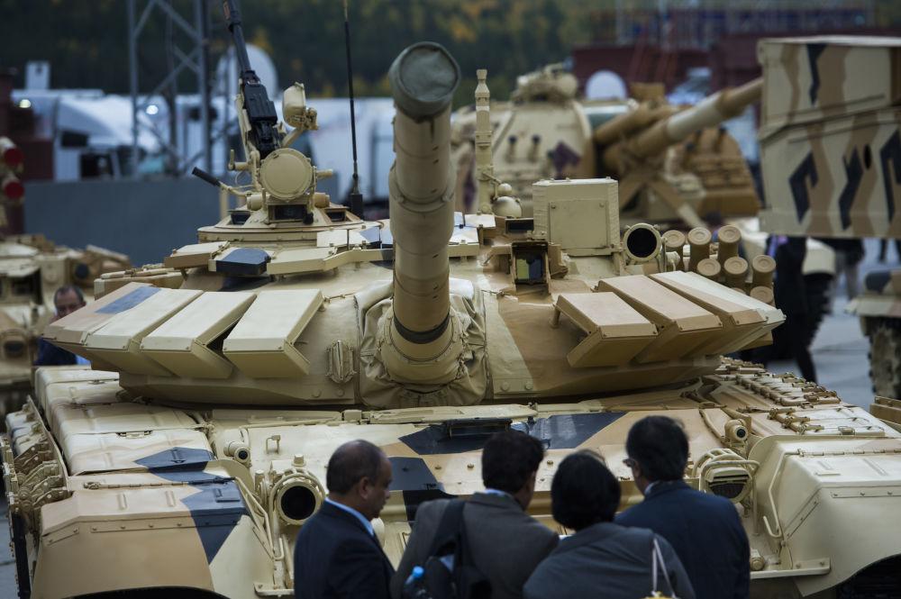 دبابة تى - 72 - 63 فى معرض اكسبو - 2015