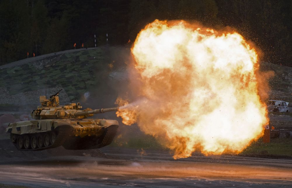 دبابة تى - 90 إيه خلال عرض فى اكسبو - 2015