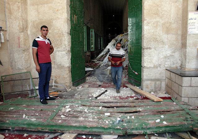 قوات الشرطة الإسرائيلية تقتحم ساحات المسجد الأقصى