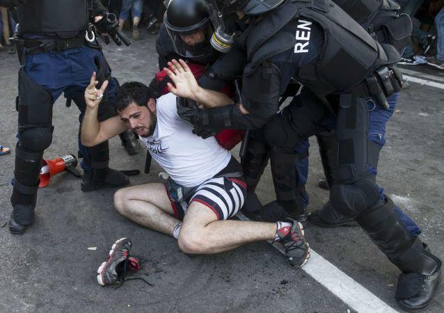 اشتباكات بين الشرطة واللاجئين