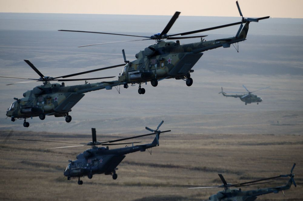 المروحيات تشارك فى مناورات سنتر 2015